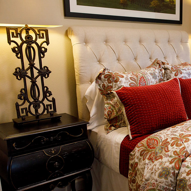 Bedroom with red pillows and lamp