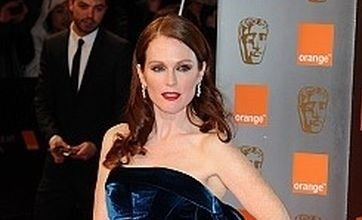 picture of Julianne Moore at golden Globe